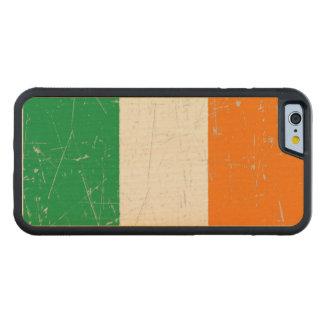 Bandera irlandesa rascada y rasguñada funda de iPhone 6 bumper arce