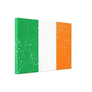 Bandera irlandesa rascada y rasguñada lona estirada galerias
