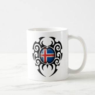 Bandera islandesa agrietada tribal negra taza clásica