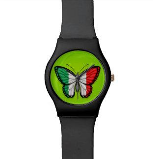 Bandera italiana de la mariposa en verde reloj