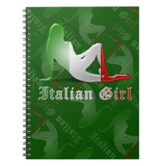 Bandera italiana de la silueta del chica libro de apuntes con espiral