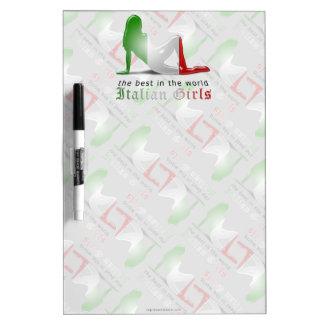 Bandera italiana de la silueta del chica tableros blancos