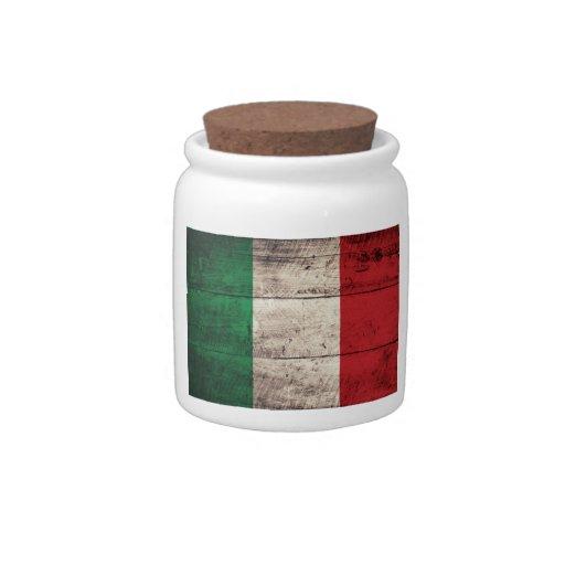 Bandera italiana de madera vieja; jarra para caramelo