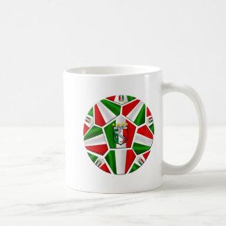 Bandera italiana del balón de fútbol de Italia de  Taza