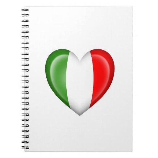 Bandera italiana del corazón en blanco libros de apuntes