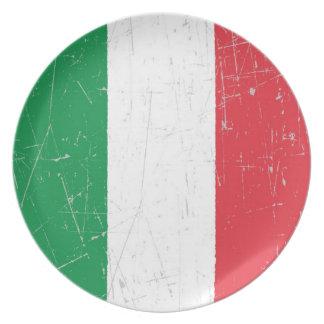 Bandera italiana rascada y rasguñada platos de comidas