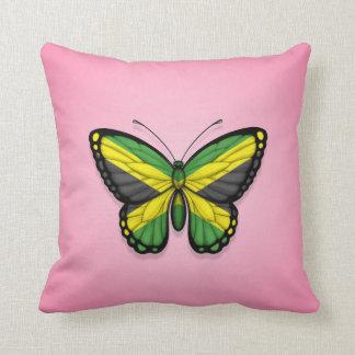 Bandera jamaicana de la mariposa en rosa almohada