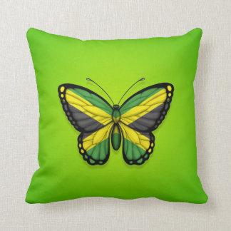 Bandera jamaicana de la mariposa en verde almohada