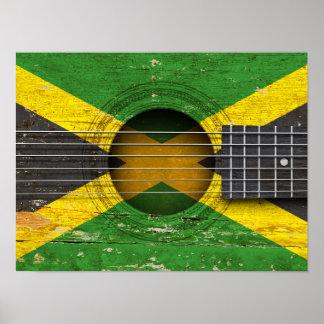 Bandera jamaicana en la guitarra acústica vieja poster