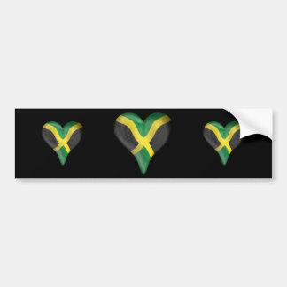 Bandera jamaicana en un corazón pegatina para auto