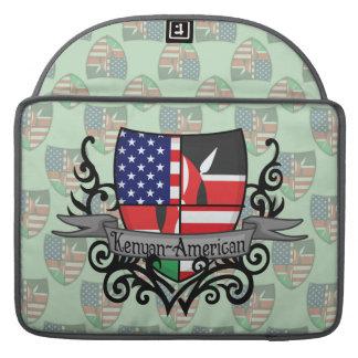 Bandera Kenyan-Americana del escudo Funda Para Macbook Pro