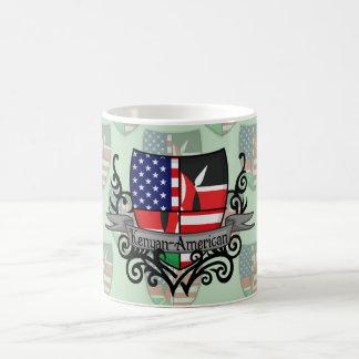 Bandera Kenyan-Americana del escudo Taza De Café