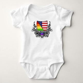 Bandera lesbiana gay del escudo del orgullo del playeras