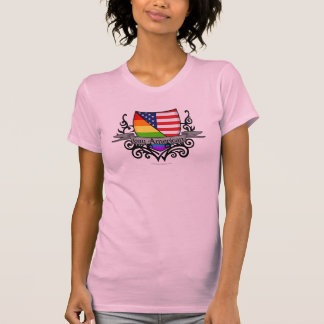 Bandera lesbiana gay del escudo del orgullo del remera
