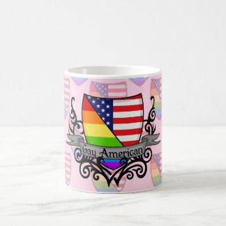 Bandera lesbiana gay del escudo del orgullo del taza