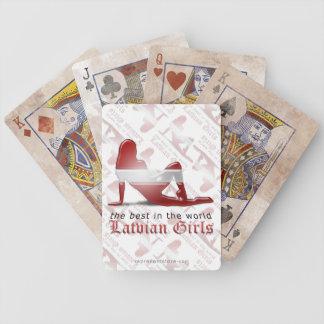 Bandera letona de la silueta del chica barajas de cartas