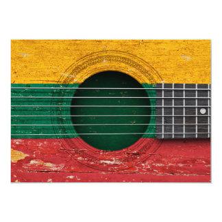 Bandera lituana en la guitarra acústica vieja invitación 12,7 x 17,8 cm