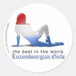 Bandera Luxembourgian de la silueta del chica Pegatinas Redondas