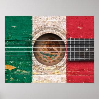 Bandera mexicana en la guitarra acústica vieja póster