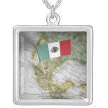 Bandera mexicana en mapa collar personalizado