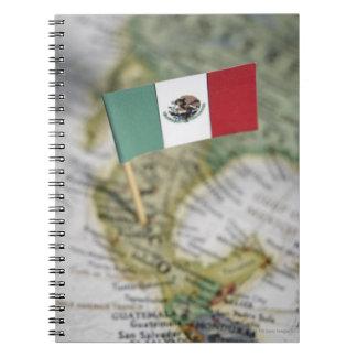 Bandera mexicana en mapa libreta espiral