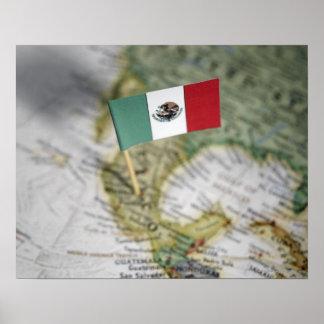 Bandera mexicana en mapa póster