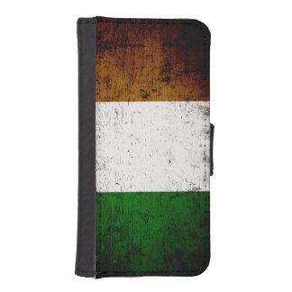 Bandera negra de Irlanda del Grunge Funda Tipo Cartera Para iPhone 5