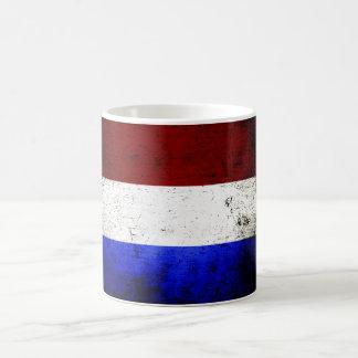 Bandera negra de Países Bajos del Grunge Taza