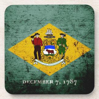 Bandera negra del estado de Delaware del Grunge Posavasos