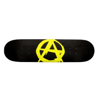 Bandera negra y amarilla del capitalismo de Anarch Patines Personalizados