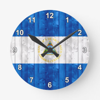 Bandera nicaragüense de madera reloj redondo mediano