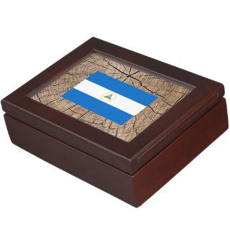 Bandera nicaragüense en corteza de árbol cajas de recuerdos