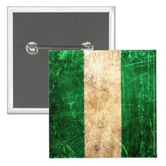 Bandera nigeriana rasguñada y llevada del vintage pin