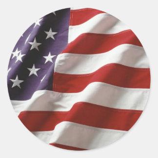 Bandera orgullosa y patriótica de los E.E.U.U. Pegatina Redonda