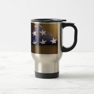 Bandera para un héroe caido - estrellas del azul y taza de café