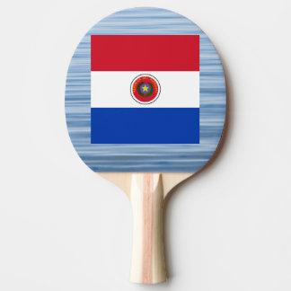 Bandera paraguaya que flota en el agua pala de tenis de mesa
