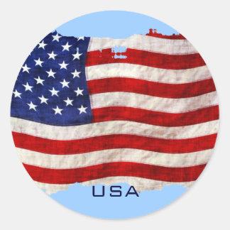 Bandera patriótica hecha andrajos de los E.E.U.U. Pegatina Redonda