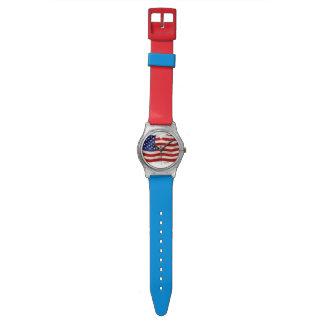 Bandera patriótica hecha andrajos de los E.E.U.U., Reloj