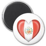 Bandera peruana del corazón en blanco imán para frigorifico
