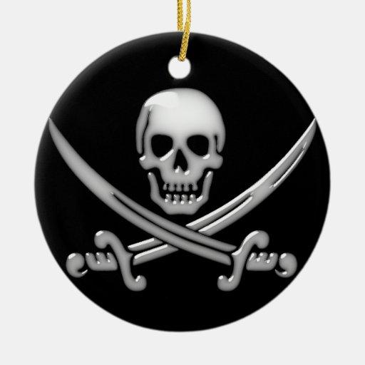 Bandera pirata del cráneo y de la espada del adorno navideño redondo de cerámica