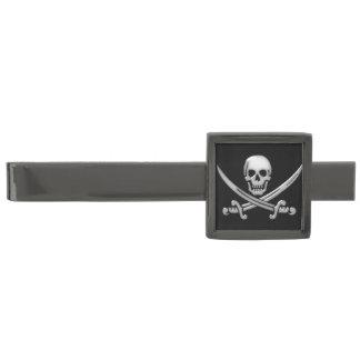 Bandera pirata del cráneo y de la espada del alfiler de corbata metalizado