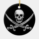 Bandera pirata del cráneo y de la espada del ornamento de navidad