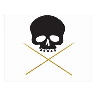 Bandera pirata del cráneo y del palillo postal