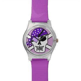 Bandera pirata púrpura del pirata reloj