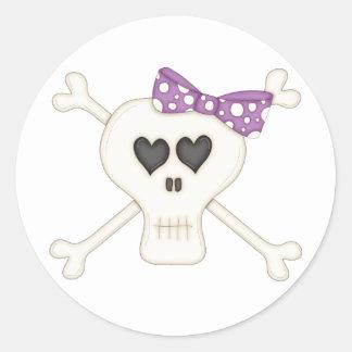 Bandera pirata púrpura linda del gótico pegatinas redondas