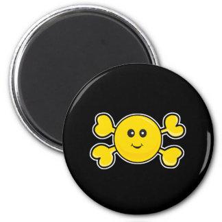 bandera pirata sonriente del amarillo del cráneo d imanes para frigoríficos