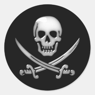 Bandera pirata vidriosa del cráneo y de la espada pegatinas redondas