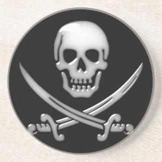 Bandera pirata vidriosa del cráneo y de la espada posavasos cerveza