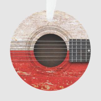 Bandera polaca en la guitarra acústica vieja
