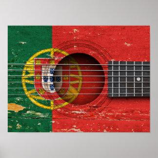Bandera portuguesa en la guitarra acústica vieja impresiones